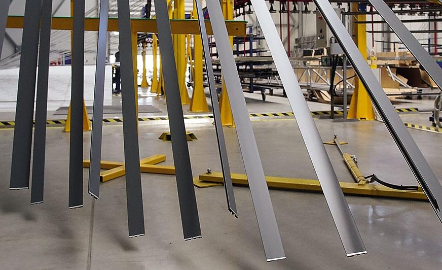 Lakiernia pionowa to zupełnie inny wymiar możliwości produkcyjnych profili aluminiowych.