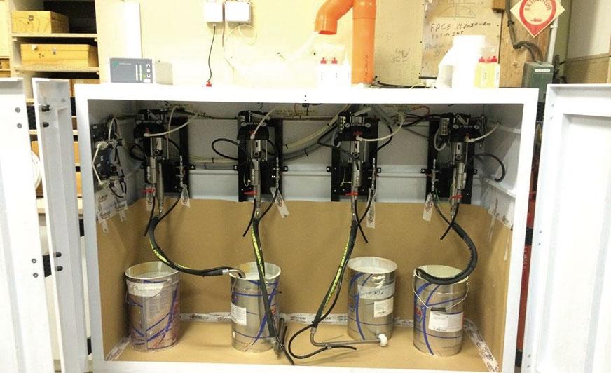 Najnowocześniejsze pompy tłokowe zapewniają praktycznie bezpulsacyjną dostawę materiału.