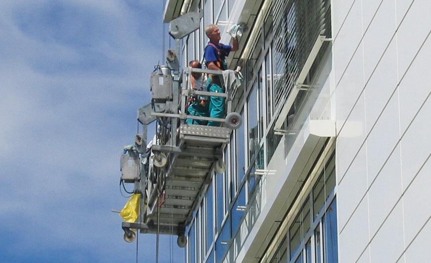 Czyszczenie elewacji budynku.