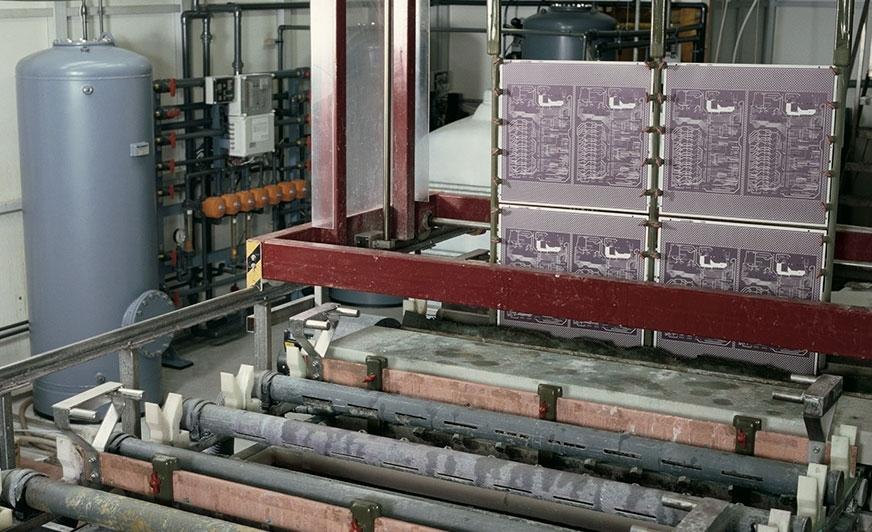 Usuwanie pozostałości metali ciężkich ze ścieków za pomocą filtra wielowarstwowego oraz wymiennika selektywnego w produkcji płytek drukowanych.