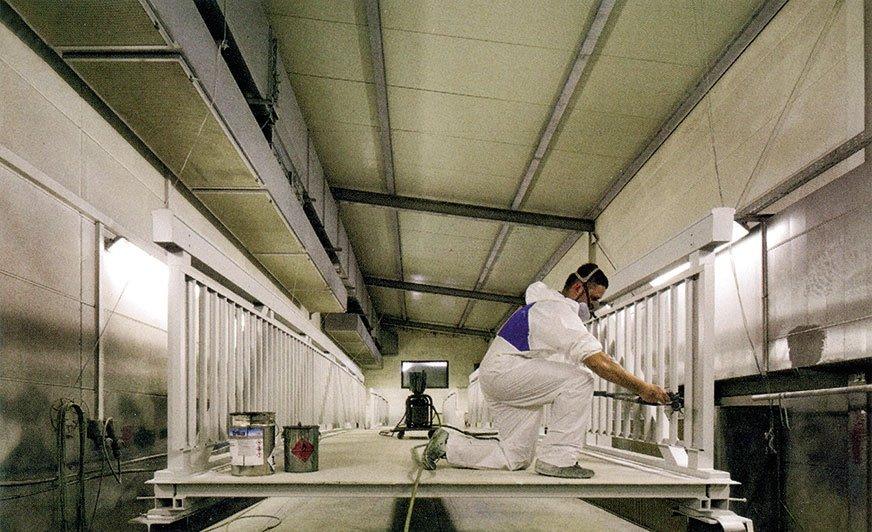 Wysokiej jakości system powłok zapewnia mostom aluminiowym permanentną ochronę przed graffiti. [Fot. Glück GmbH]