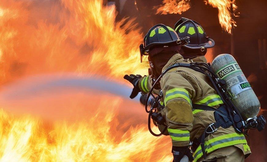 Podczas pożaru budynku stalowe elementy mogą ulec odkształceniu i doprowadzić do zawalenia się konstrukcji.