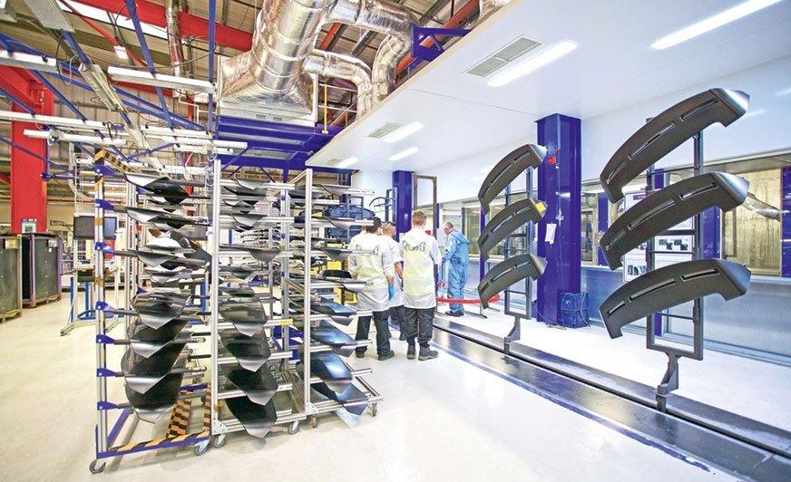 Proces czyszczenia może być łatwo zintegrowany z linią lakierniczą, a także kontrolowany przez system zarządzania produkcją. Zdjęcie: acp systems AG