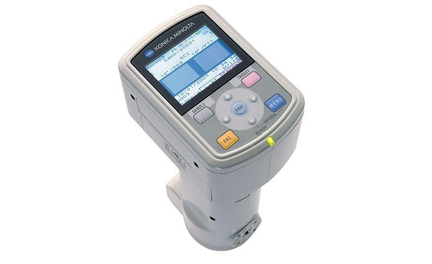 Technologia Bluetooth® w CM-700d umożliwia dwukierunkową komunikację z wyświetlaniem komunikatów Pass/Fail lub danych kolorymetrycznych.