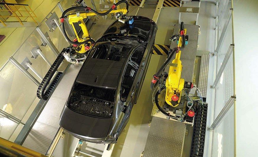 Fot. 1. Robotyczna stacja do kontroli jakości powłoki.