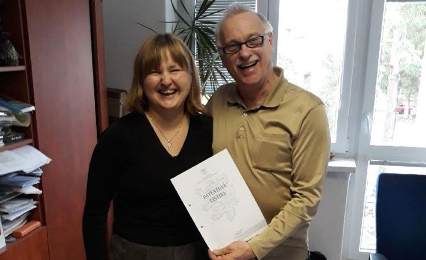 Na zdjęciu dr inż. Anna Karczemska z prof. Peterm Laudą.