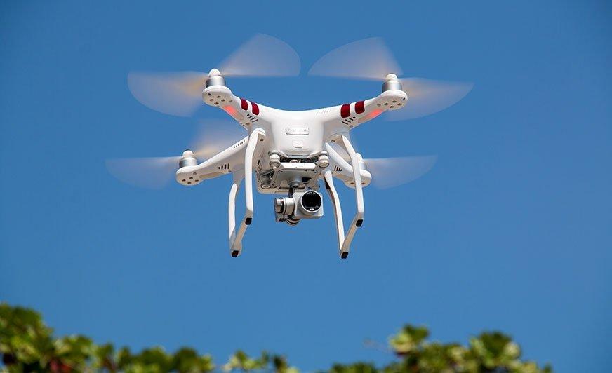 Fot. Za pomocą drona będzie można aplikować powłoki ciekłe. Fot. Zdjęcie poglądowe