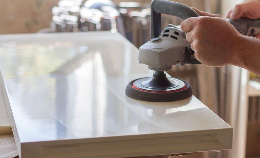 Malowanie i lakierowanie płyt MDF wymaga bardzo starannego przygotowania powierzchni.