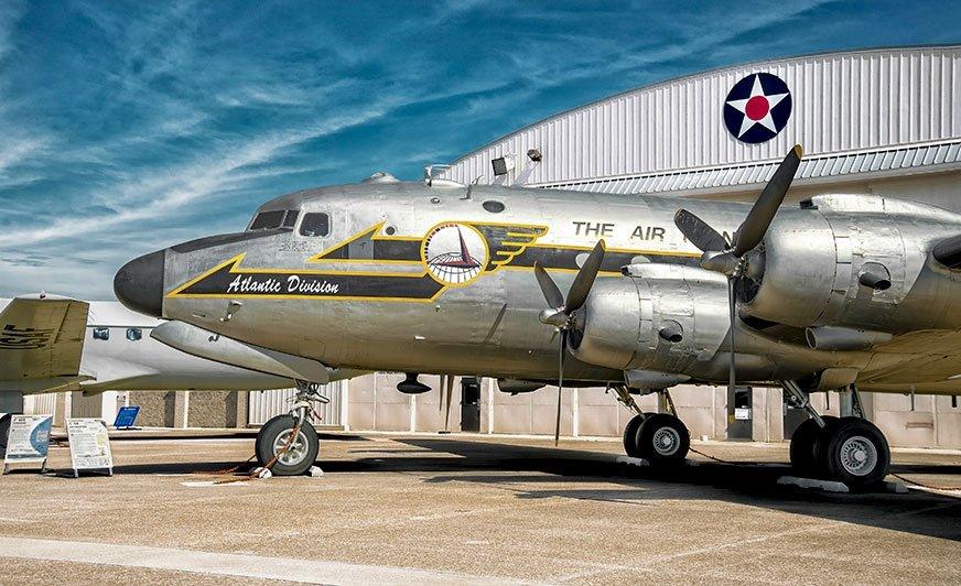 Dzięki farbom i uszczelniaczom PPG historyczny model samolotu Douglas C-54 Skymaster odzyska dawny blask.