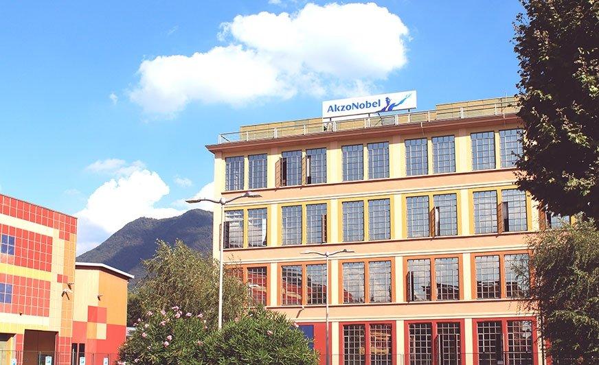 Fot. Fabryka farb proszkowych wraz z centrum badawczo-rozwojowym w Como (Włochy).  AkzoNobel