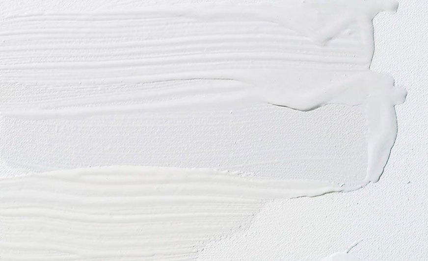 W ofercie Tikkurili znajdziemy aż 19 odcieni bieli podzielonych na trzy główne grupy: ciepłe, neutralne i zimne. Źródło: Tikkurila