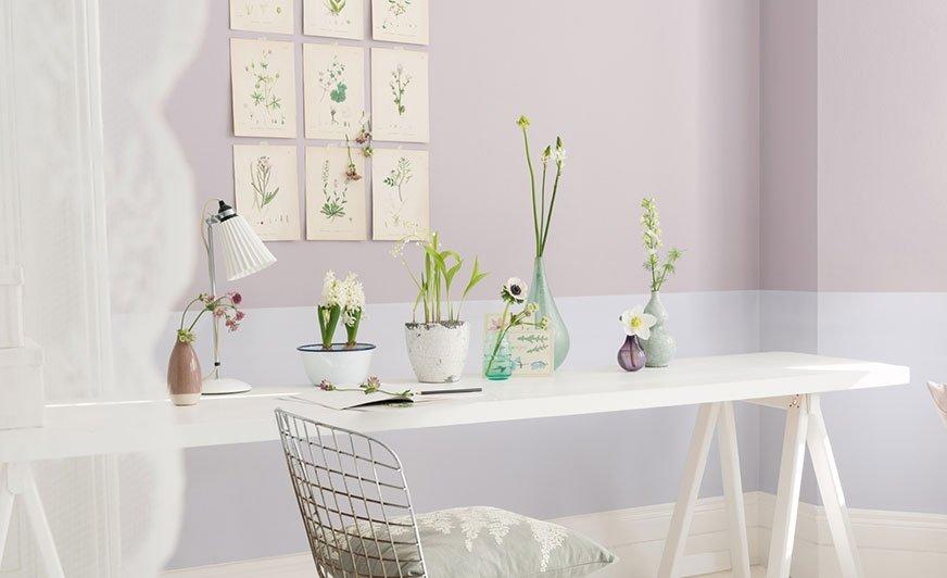 Jeśli ściany, meble i dodatki utrzymamy w podobnej, spójnej kolorystyce, pomieszczenie będzie wydawało się większe. Źródło: Dulux
