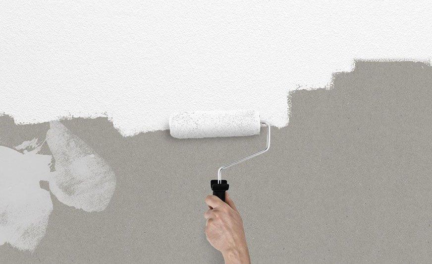 Gruntowanie ścian ma duży wpływ na końcowy efekt malowania: zmniejsza bowiem i wyrównuje chłonność podłoża, a jednocześnie poprawia przyczepność farby.