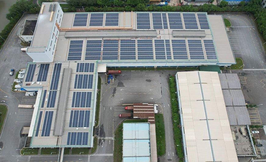 W zakładzie w Kantonie zainstalowano już prawie 3000 paneli PV.