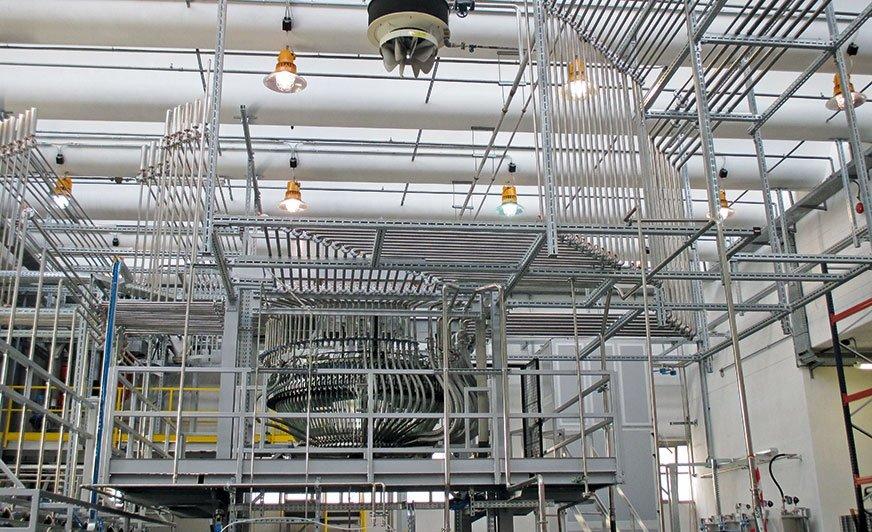 Produkcja powłok linii Eco-Friendly firmy Ilva odbywa się w innowacyjnej, w pełni zautomatyzowanej, zamkniętej instalacji.